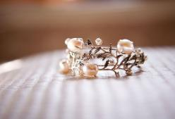 This as an engagement ring with rubies or emerald stones or light pink diamonds!!! <3: Pearl Wedding Ring, Unique Engagement Ring, Pink Engagement Ring, Beautiful Rings, Pearl Engagement Ring, Romantic Engagement Ring, Unique Pearl Ring, Pink Pearl Rin