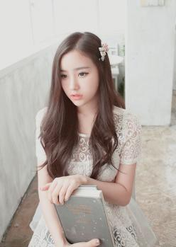 Ulzzang beauty and simplicity. This type of slightly see thru top (or dress maybe) is pretty and right on trend now.  -Lily #ulzzang #asian fashion: Asian Fashion, Ulzzang, Asian Beauty, Beauty Girl, Asian Girls, Layered Hairstyle