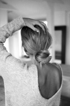 V Back Sweater!: Sweater, Hairstyles Color, Beautiful, Hairstyles Účesy, Fashion Blog, Hairstyles Beauty, Mode, Low Buns