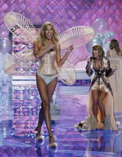 Victoria's Secret Fashion Show 2014.: Secretfashion, Victoriasecret, Taylor Swift, Karlie Kloss, 2014, Fashion Show, Victoria S Secret, Victoria Secret Fashion