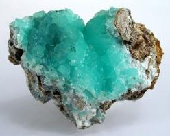 What is this and where can I get one?!  Really though... I tracked it from a blog to a blog to a dead-end.  Uhhhhh that is so frustrating.: Crystals, Gemstones, Turquoise, Color, Blue, Mineral, Aqua, Rocks
