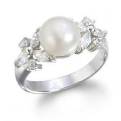 Who needs diamonds? Pearls are a southern girl's best friend: White Pearl, Shiny Stuff, Wears Pearls, Pearl Rings, Beautiful Jewelry, Accesories Rings, Classic Jewelry, Wear Jewelry, Freshwater White