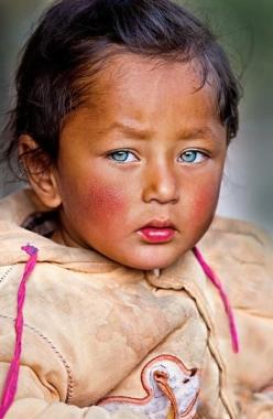 www.omimages.net is the website of French photographer Francois Werli.    Francois is based in India and Greece and specializes in portrait, landscape and spiritual images from India, Nepal, Tibet, Bangladesh and Sri Lanka.    Francois Werli  Omimages Ph