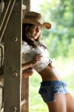 (ಠ_ರೃ) Very Beautiful Country Girl ღ♥♥ღ Très Sexy ღ♥♥ღ♥: Countrygirl, Daisydukes, Country Girls, Sexy Cowgirls, Shorts, Daisy Dukes, Hot Cowgirls, Women, Cow Girls