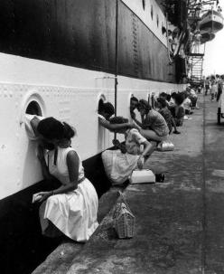 """The Last Kiss"" WWII. - I'm only posting this bc of the idiot that said it was from WWII and the photo is dated 1963. Learn basic history people and then you won't look like an idiot!: Photos, Picture, Saying Goodbye, Amerigo Vespucci, Vin"