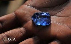"A fine exemple of a sapphire crystal from the new sapphire deposit near Kataragama (Sri Lanka). It is about color and I would say: ""fine water"". fieldgemology.org where passion for gemology (gemmologist) and traveling meets!: Cut Gemstones, Favori"
