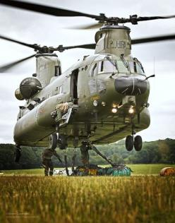 A Mk 3 Chinook from RAF Odiham practices landing in a confined area.: Aviation, Helicopters Trains Tanks, Airplanes Jets Aircrafts, Air Helicopters, Aeropuertos Aviones