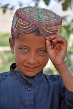"Afghanistan::""It's the children the world almost breaks who grow up to save it."" ― Frank Warren [pinned by PartyTalent.com]: Afghani Boy, ️Ogen Eyes, Boys, Eyes Afghan, Afghan Boy 3, Amazing Eyes, Blue Eyes, Beautiful Faces, People"