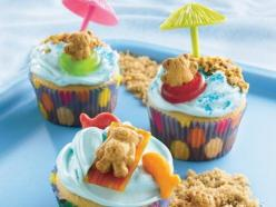 Beach cupcakes!: Birthday, Teddy Graham, Food, Beach Party, Summer Cupcake, Party Ideas, Kid