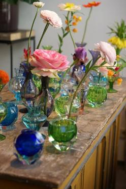 Beautiful display of flowers for the cottage: Decor, Bud Vases, Beautiful, Pretty Flowers, Garden, Photo, Colored Glass