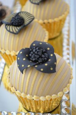 Chocolate sponge with caramel filling. This picture shows the spotty fondant decoration.: Beautiful Cupcakes, Cup Cakes, Black Cupcake, Sweet, Gorgeous Cupcakes, Gold Cupcakes, Elegant Cupcake, Cakes Cupcakes, Mini Cakes