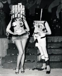 Costume Party in New York 1951: Holiday, Vintage Halloween Costumes, Incredibly Bizarre, Bizarre Vintage, New York, Vintage Costume, Weird, Photo, Eye