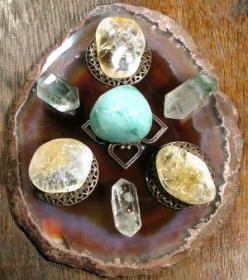Crystal Grid For Prosperity - I like that the grid is set up on a stone: Prosperity Affirmation, Crystals Gemstones Rocks, Crystals Stones, Prosperity Crystal Grid, Colours Stones, Stones Crystals, Stone Crystal Grid, Chakra