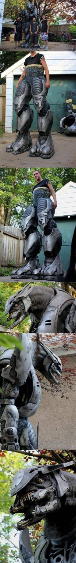 Dude. Halo Covenant Elite cosplay. *Swoon*: Halo Elite, Covenant Elite, Halloween Costumes, Stuff, Best Costume, Awesome, Elite Cosplay, Cosplay Costumes, Halo Covenant