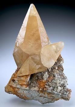 Exceptional specimen of Tri-State Calcite crystals on Chert matrix. Tri-State Mining District, Picher, Ottawa County, OK: Crystals Jewels Minerals, Gems Minerals, Minerals Crystals Gems, Crystals Minerals, Diamond Alternative Gemstones, Gemstones Crystals