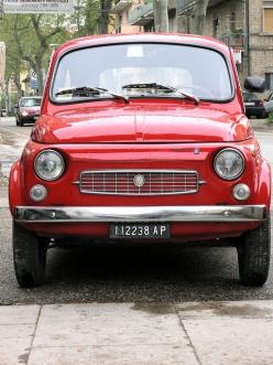 fiat 500 - Se trovi in piazza Qualche ragazza, Teco ancor quella Cerca menar.: 500 Fiat, Classic Fiat, Vehicle, Fiat 500, Fiat500 Red