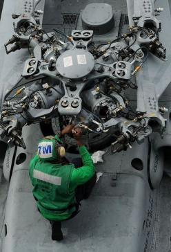 fixing the rotor on a chopper on an aircraft carrier. so easy.: Aircraft Carrier, Rotor Assembly, Mechanical Details, Machine, Helicopters, Aircraft Mechanic, Ref Mech