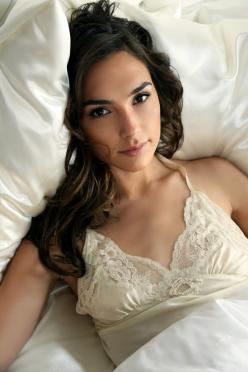 "Gal Gadot- all I gotta say is ""oh Dear Lord!"": Face, Gal Gadot Hot, Beautiful Women, Sexy Girls, Galgadot, Beauty Girls, Gal Gadot Sexy, Photo, Eye"