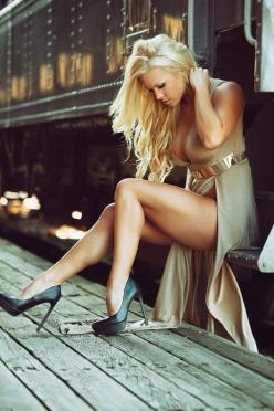 highheelangels:  The most beautiful thing on Earth:Pretty Girls wearing High Heels and LingerieFollow for more breathtaking beautys:http://highheelangels.tumblr.com/: Train Station, Queen Takes, Photo