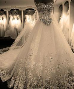 holy gorgeous.: Wedding Dressses, Wedding Ideas, Wedding Gown, Wedding Dresses, Weddings, Dream Wedding, Weddingideas, Future Wedding