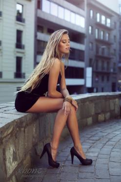 i LOVE THIS POSE - I WOULD CHANGE SHOES TO A CLASSIC PUMP, WHICH I FIND TIMELESS AND MORE ELEGANT THAN THE PLATFORMS. JUST POINT THE TOES. trautmans-legs: Girls, Blonde, Sexy Girl, Dresses, Beautiful, Hot, Legs, Women, Hair