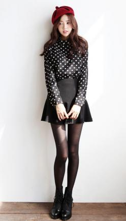 I quite adore this <3  Though the skirt needs to be 3 inches longer and it's perfect look for me. :): Koreanfashion, Asian Fashion, Girl, Style, Black Fashion, Beret Outfit
