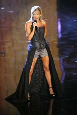 if i could be ANY one person for a day... it would definitely be Carrie Underwood. my idol. and look at those legs... seriously?: Fashion, Fitness, Country Music, Carrie Underwood, Legs, Celebrities, Carrieunderwood, People, Hair