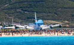 KLM Boeing 747 arrival into SXM St Maartin slightly different angle. My favorite airport landings!: Beaches, St Maarten, Airplane Airports, Airplanes ️, Maarten S, The Beach, Planes Aircraft Airports, Challenging Runway