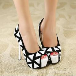 Love Black and White Classic. Rock your next business meeting with these stillettos, heads will turn.: Peep Toe Platform, Shoess, Black And White, Pump, Shoes ️, High Heels, White Classic, Shoes Shoes