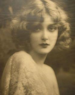 Mary Nolan | Flickr - Photo Sharing!   This woman looks so much like my mother did at that age!: 1920 S, Vintage Beauty, Marynolan, Mary Nolan, Vintage Photos, Beautiful, Ziegfeld Girl, 1920S, Hair