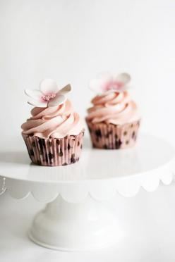 More insanely cute cupcakes by Linda of callmecupcake.se: Cupcake Wedding, Baking Desserts, Blueberry Cupcakes, Cupcakes Wedding, Flower Cupcake, Cup Cake, Cupcake Design, Lemon Blueberry