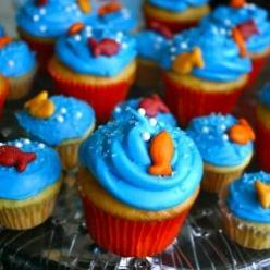 One fish, two fish, red fish, blue fish!: Seuss Cupcakes, Fish Party, Fish Cupcakes, Red Fish, Dr. Seuss, Party Theme, Dr Seuss, Birthday Party, Blue Fish
