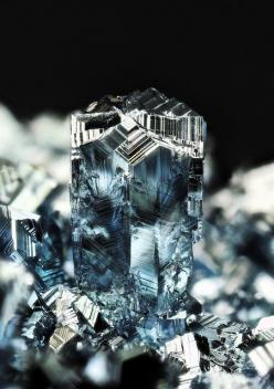 Osmium twinning / Osmium is a hard, brittle, blue-gray or blue-black transition metal in the platinum family and is the densest naturally occurring element, with a density of 22.59 g/cm3 (slightly greater than that of iridium and twice that of lead).: Cry