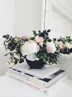 #peony blooms...  http://vicki.fr/1mGqK4B ... Love the juxtaposition of color, books, flowers and the low vase.: Black Flower, Flower Arrangements, Black Vase, White Peonies, Floral Arrangements, Coffee Table Books