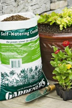 Self-Watering Container Mix, 20 Qts.  //      Lightweight mix wicks water from the reservoir to the root system. Helps prevent waterlogged soil. Specially formulated for self-watering containers; also great for standard planters.: Raised Beds, Self Wateri