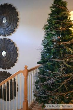 The Easiest Tree Garland Ever - I know it's too early for this, but I couldnt help myself: Fresh Christmas Wreath, Christmas Tree Theme, Cheistmas Tree, Dollar Store, Christmas Tree Garland, Grapevine Garland Idea, Cheap Christmas Tree Idea, Grapevine
