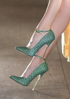 These look super uncomfortable, but are so gorgeous. #sufferforfashion #heels: Fashion, Style, Green, Highheels, High Heels, Shoes Shoes