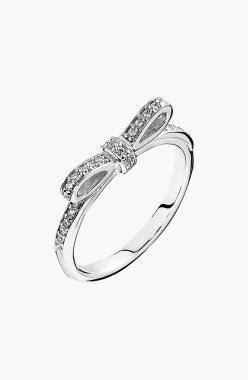 Totally crushing on this sparkling bow ring!: Sparkling Bow, Style, Pandora Charms, Pandora Rings, Pandora Sparkling, Bows, Bow Rings