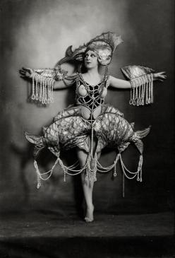 Via vintagegal:  Nude woman in aquatic costume of pearls. Photographed by Lucien Walery c. 1920: Photos, 1920 S, Costumes, Fish Costume, Nude Woman, Aquatic Costume, Vintage Photo, Mermaid