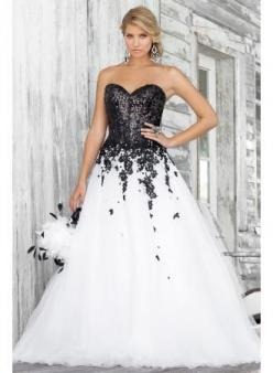 Would be so beautiful/appropriate for a wedding if the black was silver or a light color, lavender maybe?: Wedding Dressses, White Wedding, Wedding Dresses, Wedding Ideas, Black And White, Weddings, Gowns, Prom Dresses