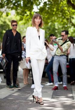 an all white pantsuit is always elegant: All White, Fashion Style, Street Styles, Style Note, Translating Trends, Work Outfit, White Pantsuit