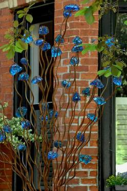 Art in the garden: Front Gardens, Glass Flowers, Beautiful Have, Garden Art, Yard Art, Photo Sharing, Garden Design Ideas, Metal Garden Sculpture