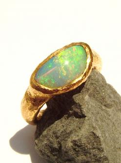 Australian Opal crystal ring.Love the hammered gold band .... might get opal in my wedding band: Wedding Ring, 22K Gold, Crystal Ring, Gold Band