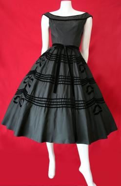 Beautiful 1950's jet black taffeta dress with rows of black velvet trim and gorgeous black velvet emblems completely edged in tiny black beads. No maker label.: Vintage Fashion, 1950S Dresses, Vintage Dresses, 1950 S, Black Dress, Vintage Style, Vinta
