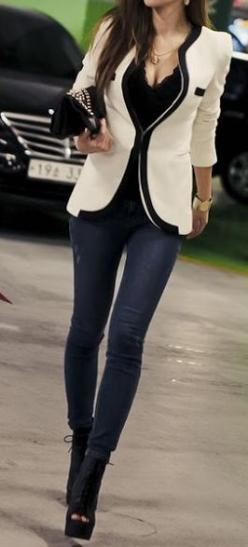 black and white with jeans street style: Casual Dress Outfits, Casual Friday, Fashion, White Blazer, Blazers Jackets, Street Styles, Black Heels, Closet, Black Blazers