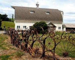 Damn it!! I have got to have THIS fence around the Mayhall property now...thats gonna take a while, I have 4 wheels so far.: Wagon Wheels, Rusty Farm, Upcycled Fence, Farm Randomness, Wheel Fence, Children, Unusual Fence, Garden