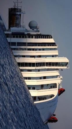 depressing situation but an amazing photo: Photos, Costa Concordia, Stuff, Pictures, Ships, Photography