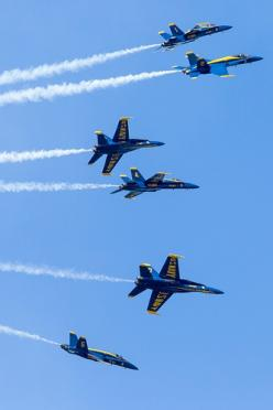 Fleur De Lis, US Navy Blue Angels. When I was a little girl, my dad used to take me to air shows and the Blue Angels were always there, BEST EVER!!!: Fighter Aircraft, Jets Airplanes Helicopters, Blue Angels I, Blue Angels 3, Jets ️, Angels Perform, Jet F