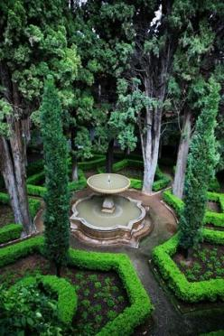 fountain. Could work even in a small garden. Imagine it with uplights at night.: Water Feature, Idea, Garden Design, Secret Garden, Outdoor, Formal Gardens, Landscape