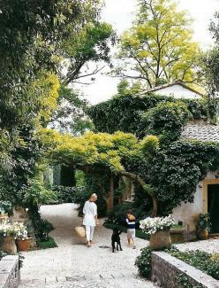 gorgeous garden  http://markdsikes.tumblr.com/#: Garden Design, Dream, Exterior, Gardens, House, Landscape, Outdoor Spaces